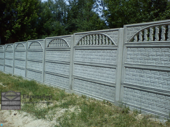 betonnuy zabor-kirpich